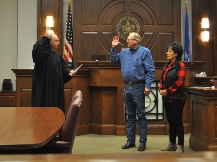 Derwin Gist taking his oath of office from Judge Marion Fry, while his Patsy looks on