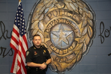 Poteau officers receives service pin