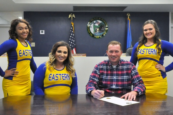 2017 Homecoming Proclamation Signing – Wilburton Mayor Stephen Brinlee (second from right) signs a proclamation declaring Nov. 6-11 as Eastern Homecoming Week. He is joined by Eastern cheerleaders (l to r) Sarenity Reynolds of Wilburton; Payton Emmert of Hartshorne; and Jacalyn Hulsey of Wilburton.